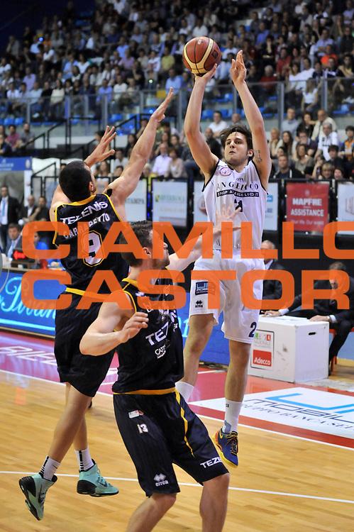 DESCRIZIONE : Biella LNP DNA Adecco Gold 2013-14 Angelico Biella Tezenis Verona<br /> GIOCATORE : Niccolo Devico<br /> CATEGORIA : Tiro Three Points<br /> SQUADRA : Angelico Biella<br /> EVENTO : Campionato LNP DNA Adecco Gold 2013-14<br /> GARA : Angelico Biella Tezenis Verona<br /> DATA : 13/04/2014<br /> SPORT : Pallacanestro<br /> AUTORE : Agenzia Ciamillo-Castoria/S.Ceretti<br /> Galleria : LNP DNA Adecco Gold 2013-2014<br /> Fotonotizia : Biella LNP DNA Adecco Gold 2013-14 Angelico Biella Tezenis Verona<br /> Predefinita :