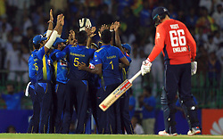 October 23, 2018 - Colombo, Sri Lanka - Sri Lankan cricketers celebrate during the 5th One Day International cricket match between Sri Lanka and England at the R Premadasa International Cricket Stadium  Sri Lanka. Tuesday 23 October 2018  (Credit Image: © Tharaka Basnayaka/NurPhoto via ZUMA Press)