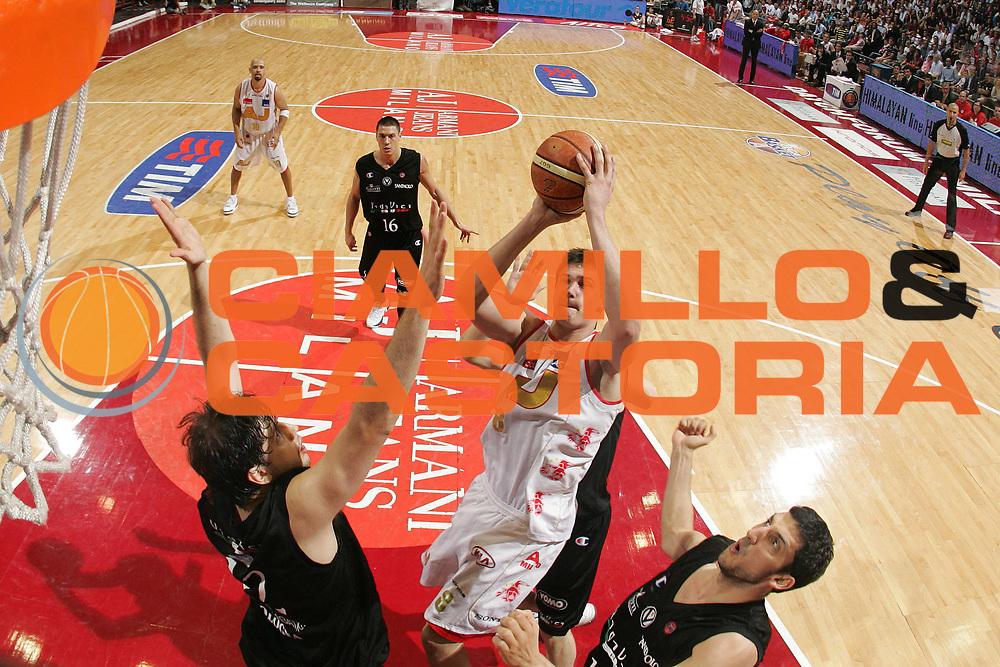 DESCRIZIONE : Milano Lega A1 2006-07 Playoff Semifinale Gara 3 Armani Jeans Milano VidiVici Virtus Bologna<br /> GIOCATORE : Danilo Gallinari<br /> SQUADRA : Armani Jeans Milano<br /> EVENTO : Campionato Lega A1 2006-2007 Playoff Semifinale Gara 3<br /> GARA : Armani Jeans Milano VidiVici Virtus Bologna<br /> DATA : 06/06/2007<br /> CATEGORIA : Special Tiro<br /> SPORT : Pallacanestro<br /> AUTORE : Agenzia Ciamillo-Castoria/M.Marchi