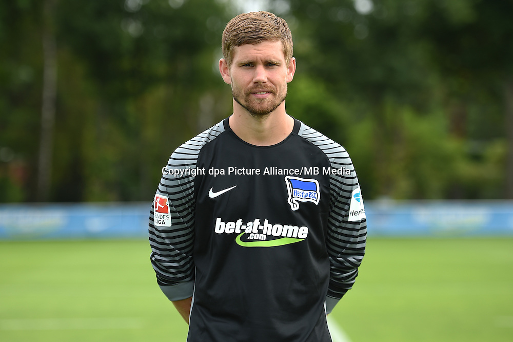 German Bundesliga - Season 2016/17 - Photocall Hertha BSC on 12 June 2016 in Berlin, Germany: Goalkeeper Thomas Kraft. Photo: Britta Pedersen/dpa | usage worldwide