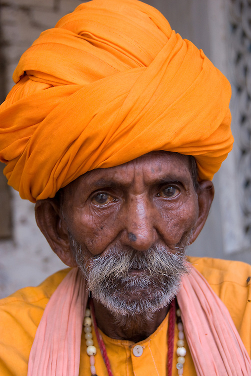 In Hindi, the word for turban is 'pagdi'. There are many variations in this traditional headdress and in Rajasthan, it is said that the style of the turban changes every 15 kilometer you travel! A turban is cooling the head in the hot desert climate.