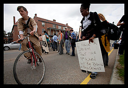 16th Jan, 2006. New Orleans, Louisiana. Martin Luther King Jr parade. Sopped outside the Iberville housing project. The C3/Hands off Iberville coalition march almost 6 miles from the devastated Lower Ninth Ward to downtown New Orleans in an alternative protest to the Mayor's officially sancioned celebrations marking Martin Luther King Jr day. The protest remembered those who perished and claims to stand up for the rights of displaced, primarily african americans.