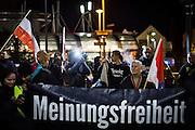 Frankfurt | 07 October 2016<br /> <br /> Am Freitag (07.10.2016) versammelten sich in Wetzlar etwa 80 Neonazis aus dem Umfeld der NPD, von neonazistischen Freien Kameradschaften, dem sog. Freien Netz Hessen und der Identit&auml;ren Bewegung zu einer Demonstration &quot;gegen &Uuml;berfremdung&quot;. Die geplante Demo-Route war von etwa 1600 Anti-Nazi-Aktivisten blockiert, daher wurde den Neonazis eine neue Demoroute durch Altstadt und Innenstadt von Wetzlar vorbei am Wetzlarer Dom zugewiesen. Auch hier stellten sich den Rechten immer wieder Aktivisten in den Weg.<br /> Hier: Neonazi-Demonstranten am Bahnhof von Wetzlar mit einem Transparent mit der Aufschrift &quot;Meinungsfreiheit&quot;, im Hintergrund ein Aktivist mit einem Pullover mit der Aufschrift &quot;Berserker Pforzheim&quot;.<br /> <br /> photo &copy; peter-juelich.com<br /> <br /> FOTO HONORARPFLICHTIG, Sonderhonorar, bitte anfragen!