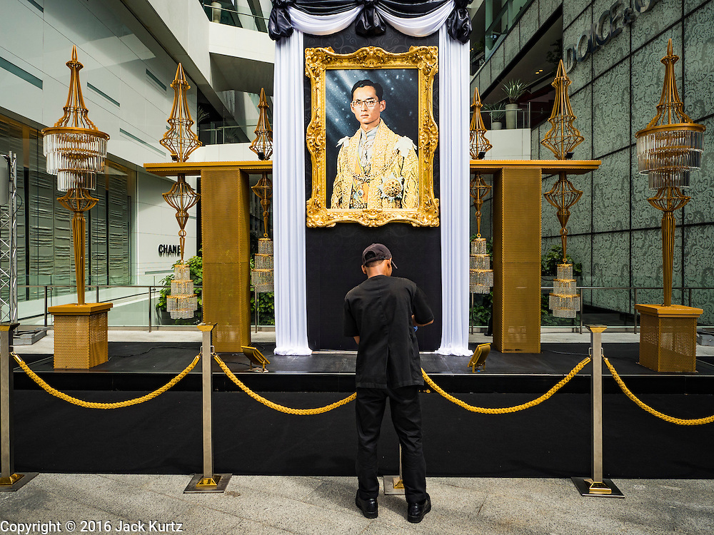 15 OCTOBER 2016 - BANGKOK, THAILAND: A worker puts together a display feature the late Bhumibol Adulyadej, the King of Thailand. King Bhumibol Adulyadej died Oct. 13, 2016. He was 88. His death comes after a period of failing health. With the king's death, the world's longest-reigning monarch is Queen Elizabeth II, who ascended to the British throne in 1952. Bhumibol Adulyadej, was born in Cambridge, MA, on 5 December 1927. He was the ninth monarch of Thailand from the Chakri Dynasty and is known as Rama IX. He became King on June 9, 1946 and served as King of Thailand for 70 years, 126 days. He was, at the time of his death, the world's longest-serving head of state and the longest-reigning monarch in Thai history.      PHOTO BY JACK KURTZ