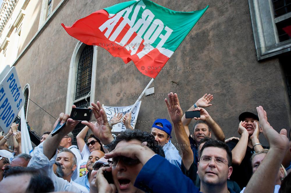 Roma 4 Agosto 2013<br /> Manifestazione  del PdL  contro la condanna della Cassazione a Silvio Berlusconi nel processo Mediaset, in via del Plebiscito davanti  Palazzo Grazioli,la residenza di Berlusconi.I manifestanti salutano Berlusconi