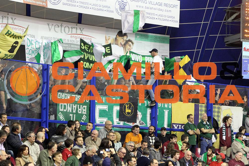 DESCRIZIONE : Venezia Lega A 2012-13 Umana Reyer Venezia Sidigas Avellino<br /> GIOCATORE : tifosi sidigas avellino<br /> CATEGORIA :  tifosi<br /> SQUADRA : Umana Reyer Venezia Sidigas Avellino<br /> EVENTO : Campionato Lega A 2012-2013<br /> GARA : Umana Reyer Venezia Sidigas Avellino<br /> DATA : 06/01/2013<br /> SPORT : Pallacanestro<br /> AUTORE : Agenzia Ciamillo-Castoria/G.Contessa<br /> Galleria : Lega Basket A 2012-2013<br /> Fotonotizia :  Venezia Lega A 2012-13 Umana Reyer Venezia Sidigas Avellino<br /> Predefinita :