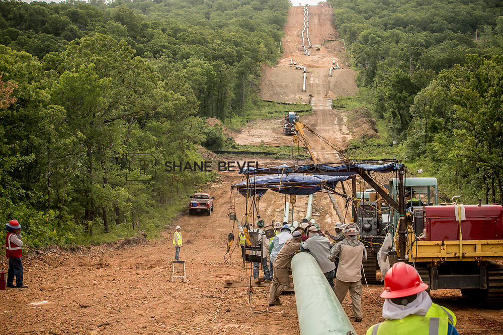 6/1/17 8:54:14 AM -- Sen. James Inhofe visits the Diamond Pipeline sight with representatives from Plains All American Pipeline, Valero and Pumpco Pipeline Construction near Hectorville, Okla.<br /> <br /> Photo by Shane Bevel
