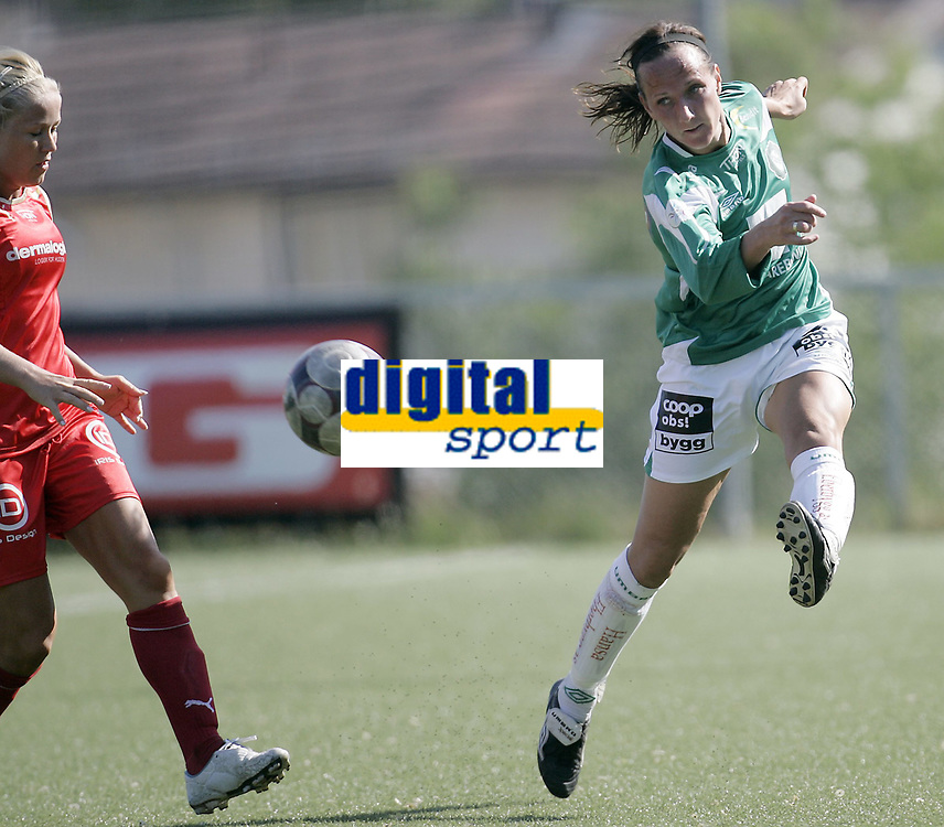 Fotball kvinner<br /> Toppserien<br /> 07.06.08<br /> R&oslash;a kunstgress<br /> R&oslash;a - Klepp<br /> Ane Stangeland Horpestad mt Lene Mykj&aring;land<br /> Foto - Kasper Wikestad
