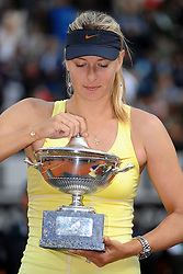 15.05.2011, Foro Italico, Rom, ITA, WTA World Tour, Rome Masters, im Bild Maria Sharapova of Russia celebrates winning with the cup after winning the final of Wta Internazionali BNL d'Italia against Samantha Stosur of Australia.Maria Sharapova con la coppa.Roma 15/5/2011 Foro Italico.Internazionali BNL d'Italia - Tennis.. EXPA Pictures © 2011, PhotoCredit: EXPA/ InsideFoto/ Andrea Staccioli +++++ ATTENTION - FOR AUSTRIA/AUT, SLOVENIA/SLO, SERBIA/SRB an CROATIA/CRO CLIENT ONLY +++++