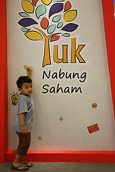 October 5, 2018 - Bekasi, West Java, Indonesia - A boy is active on a board with the words Yuk Nabung Saham (Let 's invest in shares), at an opening ceremony for '2018 Investival' at Summarecon Mal Bekasi. (Credit Image: © Kuncoro Widyo Rumpoko/Pacific Press via ZUMA Wire)
