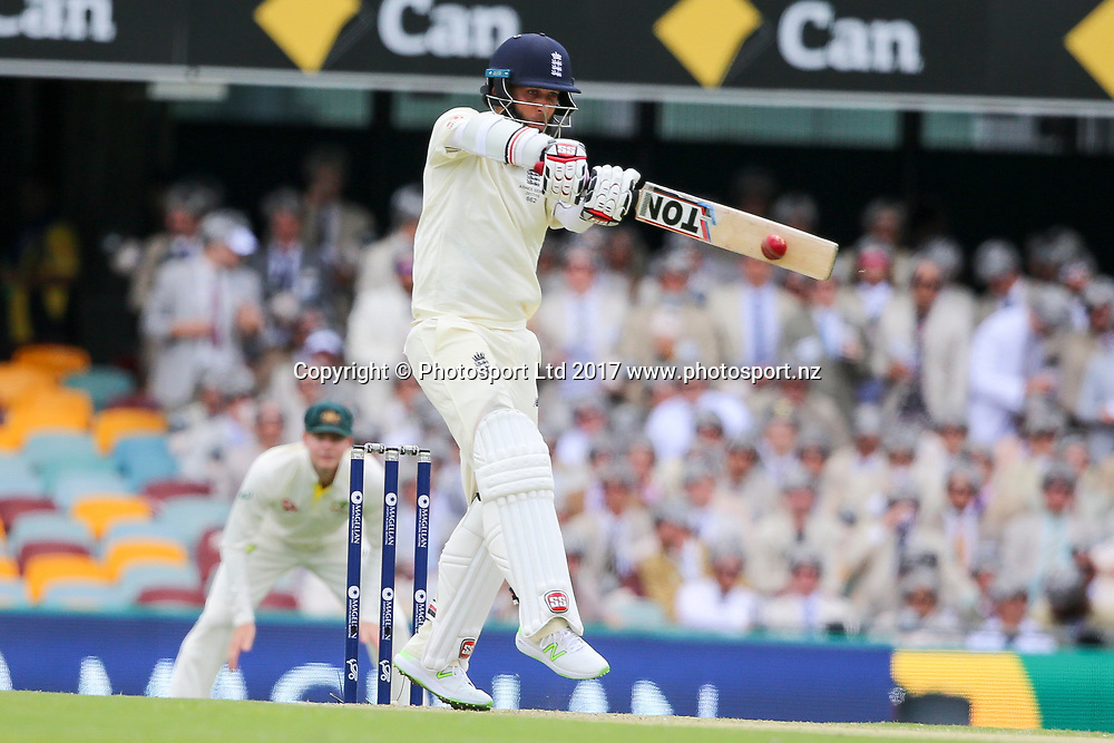 Moeen Ali pulls to mid-wicket. Day 2 of the first Ashes Test Match, Australia v England at the Gabba. Brisbane, Australia, 24 November 2017. Copyright Image: David Neilson / www.photosport.nz