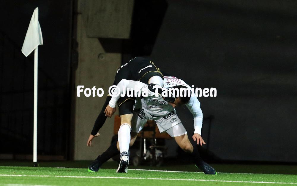 5.4.2017, OmaSP Stadion, Sein&auml;joki.<br /> Veikkausliiga 2017.<br /> Sein&auml;joen Jalkapallokerho - FC Lahti.<br /> Drilon Shala (FC Lahti) v Richard Dorman (SJK).