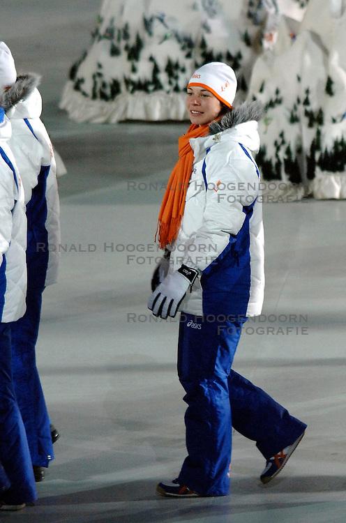 10-02-2006 ALGEMEEN: OLYMPISCHE SPELEN: TORINO<br /> Openingsceremonie OS 2006 / Paulien van Deutekom<br /> &copy;2006-WWW.FOTOHOOGENDOORN.NL
