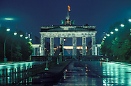 DEU, Germany, West-Berlin, the street Strasse des 17. Juni, the Brandenburg Gate, Berlin Wall.....DEU, Deutschland, Westberlin, Strasse des 17. Juni, das Brandenburger Tor, Berliner Mauer...1988