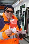 Mannheim. 01.03.17 | BILD- ID 082 |<br /> Innenstadt. Plankenumbau. Auswirkungen auf den Stra&szlig;enbahnverkehr. Am Hauptbahnhof informieren rnv Mitarbeiter &uuml;ber die Plan&auml;nderungen und Streckenverbindungen.<br /> - rnv Mitarbeiter G&uuml;nter Daum<br /> Bild: Markus Prosswitz 01MAR17 / masterpress (Bild ist honorarpflichtig - No Model Release!)