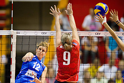 24.09.2011, Hala Pionir, Belgrad, SRB, Europameisterschaft Volleyball Frauen, Vorrunde Pool A, Serbien (SRB) vs. Frankreich (FRA), im Bild Jelena Nikolic (#12 SRB) - Anna Rybaczewski (#9 FRA) // during the 2011 CEV European Championship, First round at Hala Pionir, Belgrade, SRB, 2011-09-24. EXPA Pictures © 2011, PhotoCredit: EXPA/ nph/  Kurth       ****** out of GER / CRO  / BEL ******