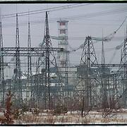 04-03-1996-Oekraine,Tsjernobyl. De kerncentrale verscholen achter hoogspanningsmasten. Kernenergie.electriciteit.<br />Foto: Sake Elzinga/Hollandse Hoogte