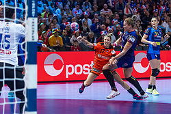16-12-2018 FRA: Women European Handball Championships bronze medal match, Paris<br /> Romania - Netherlands 20-24, Netherlands takes the bronze medal / Nycke Groot #17 of Netherlands, Crina-Elena Pintea #21 of Romania