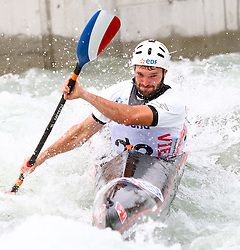 27.06.2015, Verbund Wasserarena, Wien, AUT, ICF, Kanu Wildwasser Weltmeisterschaft 2015, K1 men, im Bild Gaetan Guyonnet (FRA) // during the final run in the men's K1 class of the ICF Wildwater Canoeing Sprint World Championships at the Verbund Wasserarena in Wien, Austria on 2015/06/27. EXPA Pictures © 2014, PhotoCredit: EXPA/ Sebastian Pucher