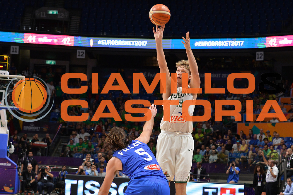 Mindaugas Kuzminskas<br /> Nazionale Italiana Maschile Senior<br /> Eurobasket 2017 - Group Phase<br /> Lituania - Italia<br /> FIP 2017<br /> Tel Aviv, 03/09/2017<br /> Foto Ciamillo - Castoria/ M.Longo
