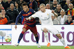 02.04.2016, Camp Nou, Barcelona, ESP, Primera Division, FC Barcelona vs Real Madrid, 31. Runde, im Bild FC Barcelona's Neymar Jr (l) and Real Madrid's Pepe // during the Spanish Primera Division 31th round match between Athletic Club and Real Madrid at the Camp Nou in Barcelona, Spain on 2016/04/02. EXPA Pictures © 2016, PhotoCredit: EXPA/ Alterphotos/ Acero<br /> <br /> *****ATTENTION - OUT of ESP, SUI*****