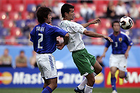 FOOTBALL - CONFEDERATIONS CUP 2005 - GROUP B - JAPAN v MEXICO - 16/06/2005 -JARED BORGETTI (MEX) / MAKOTO TANAKA (JAP) - PHOTO GUY JEFFROY /DIGITALSPORT