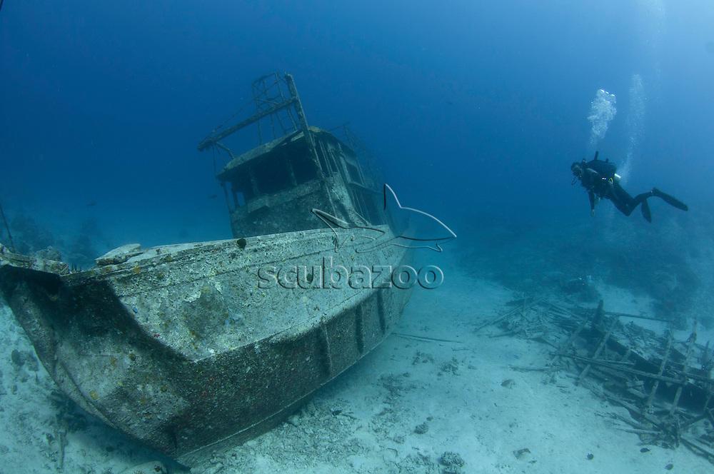 Mataking Shipwreck, Diver swimming up to wreck, Mataking Island, Sabah, Borneo, Malaysia