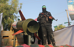 July 21, 2017 - Gaza City, Gaza Strip, Palestinian Territory - Palestinian Hamas militants take part in a military show against Israel's new security measures at the entrance to the al-Aqsa mosque compound, which include metal detectors and cameras, in Gaza city on July 21, 2017  (Credit Image: © Mohammed Asad/APA Images via ZUMA Wire)