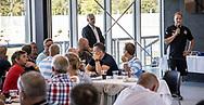Cheftræner Morten Eskesen (FC Helsingør) taler til klubbens sponsorer før kampen i 2. Division mellem FC Helsingør og Vanløse IF den 24. august 2019 på Helsingør Ny Stadion (Foto: Claus Birch).