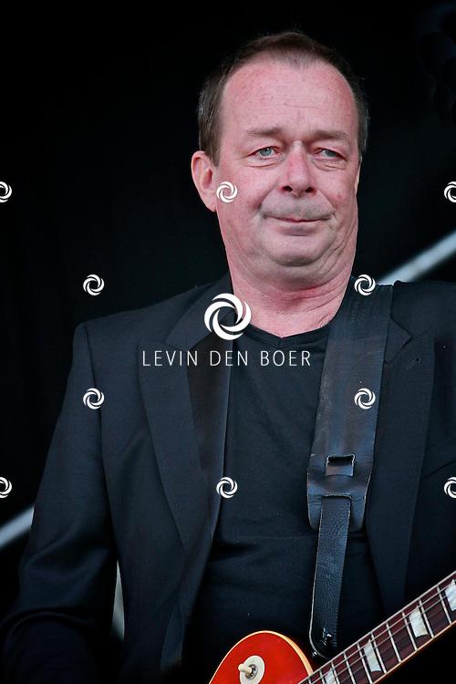 LIESHOUT - Tijdens de tweede editie van Bavaria Open Air traden veel nationale en internationale artiesten op. Met op de foto zanger The Lau van de formatie The Scene. FOTO LEVIN DEN BOER - PERSFOTO.NU