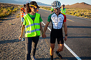 De avondruns op de zesde racedag. In Battle Mountain (Nevada) wordt ieder jaar de World Human Powered Speed Challenge gehouden. Tijdens deze wedstrijd wordt geprobeerd zo hard mogelijk te fietsen op pure menskracht. De deelnemers bestaan zowel uit teams van universiteiten als uit hobbyisten. Met de gestroomlijnde fietsen willen ze laten zien wat mogelijk is met menskracht.<br /> <br /> In Battle Mountain (Nevada) each year the World Human Powered Speed ​​Challenge is held. During this race they try to ride on pure manpower as hard as possible.The participants consist of both teams from universities and from hobbyists. With the sleek bikes they want to show what is possible with human power.