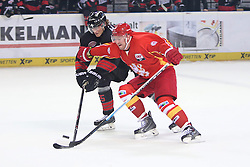 04.01.2015, Arena Nuernberger Versicherung, Nuernberg, GER, DEL, Thomas Sabo Ice Tigers Nuernberg vs Duesseldorfer EG, 35. Runde, im Bild Trikotnr.: 71 Travis Turnbull - Duesseldorfer EG (rotes Trikot) vs. Trikotnr.: 55 David Printz - Ice Tigers Nuernberg (schwarzes Trikot) // during Germans DEL Icehockey League 35th round match between Thomas Sabo Ice Tigers Nuernberg and Duesseldorfer EG at the Arena Nuernberger Versicherung in Nuernberg, Germany on 2015/01/04. EXPA Pictures © 2015, PhotoCredit: EXPA/ Eibner-Pressefoto/ Arth<br /> <br /> *****ATTENTION - OUT of GER*****