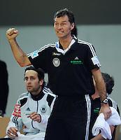 Handball EM Herren 2010 Vorrunde Deutschland - Schweden 22.01.2010 JUBEL; Physiotherapeut Peter GRAESCHUS (GER)