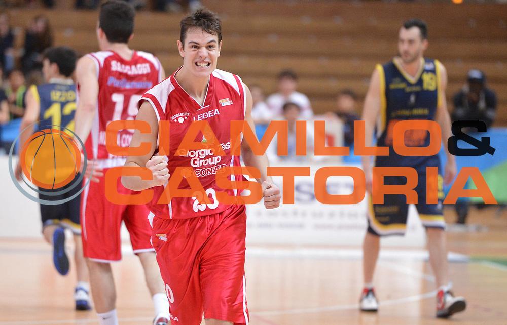 DESCRIZIONE : Trento Final Four Eurobet 2013 Semifinale Givova Scafati-Giorgio Tesi Group Pistoia<br /> GIOCATORE : Roberto Rullo<br /> CATEGORIA : esultanza<br /> SQUADRA :  Giorgio Tesi Group Pistoia<br /> EVENTO : Trento Final Four Eurobet 2013<br /> GARA : Givova Scafati-Giorgio Tesi Group Pistoia<br /> DATA : 09/03/2013<br /> SPORT : Pallacanestro <br /> AUTORE : Agenzia Ciamillo-Castoria/GiulioCiamillo<br /> Galleria : Legadue Trento Final Four Eurobet 2013  <br /> Fotonotizia : Trento Final Four Eurobet 2013 semifinale Givova Scafati-Giorgio Tesi Group Pistoia<br /> Predefinita :