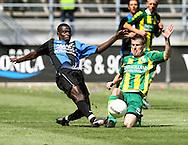 18-05-2008 Voetbal:ADO DEN HAAG:RKC Waalwijk:Waalwijk<br /> Fred Benson in duel met Richard Knopper<br /> Foto: Geert van Erven