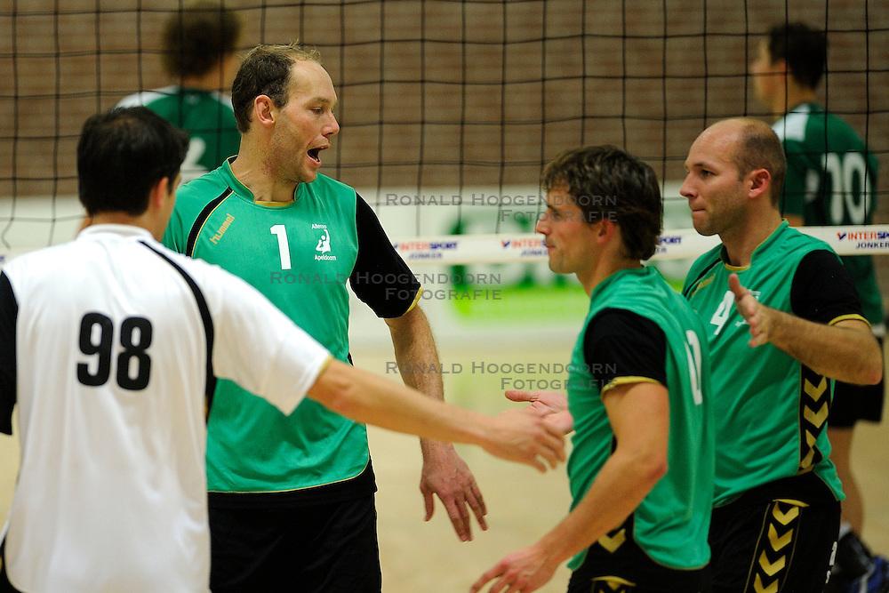 27-10-2012 VOLLEYBAL: VV ALTERNO - E DIFFERENCE SSS: APELDOORN<br /> Eerste divisie A mannen - Alterno wint met 4-0 van SSS / Roy Vleeming, Rene van der Mark<br /> &copy;2012-FotoHoogendoorn.nl