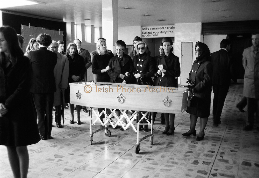 Twelve senior Irish businessmen on their way to Brussels were among 118 killed in the Staines air disaster on 18 June 1972. The coffin bearing the remains of one of the victims arrives back in Dublin Airport to be received by family and friends.<br /> 22/06/1972
