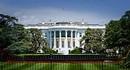 WASHINGTON - The white house  in washington with dolls of Hillary Clinton and Barack Obama .  Het Witte huis in Washington  met toeristen morgen brengen koning willem alexander en koningin maxima een bezoek aan het witte huis.  COPYRIGHT ROBIN UTRECHT