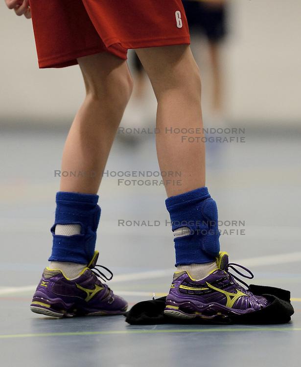 08-03-2014 NED: Gemini S - Inter Rijswijk, Hilversum<br /> In de Topdivisie doet Rijswijk goede zaken door Gemini met 3-0 te verslaan / Mizuno schoenen maken de natte vloer droog