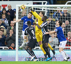 NEWCASTLE-UPON-TYNE, ENGLAND - Sunday, December 28, 2014: Everton's goalkeeper Joel Robles in action against Newcastle United during the Premier League match at St. James' Park. (Pic by David Rawcliffe/Propaganda)