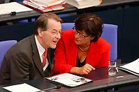 26 SEP 2003, BERLIN/GERMANY:<br /> Franz Muentefering (L), SPD Fraktionsvorsitzender, und Ulla Schmidt, SPD, Bundesgesundheitsministerin, im Gespraech, waehrend der Bundestagsdebatte zur Gesundheitsreform, Plenum, Deutscher Bundestag<br /> IMAGE: 20030926-01-017<br /> KEYWORDS: Gespräch