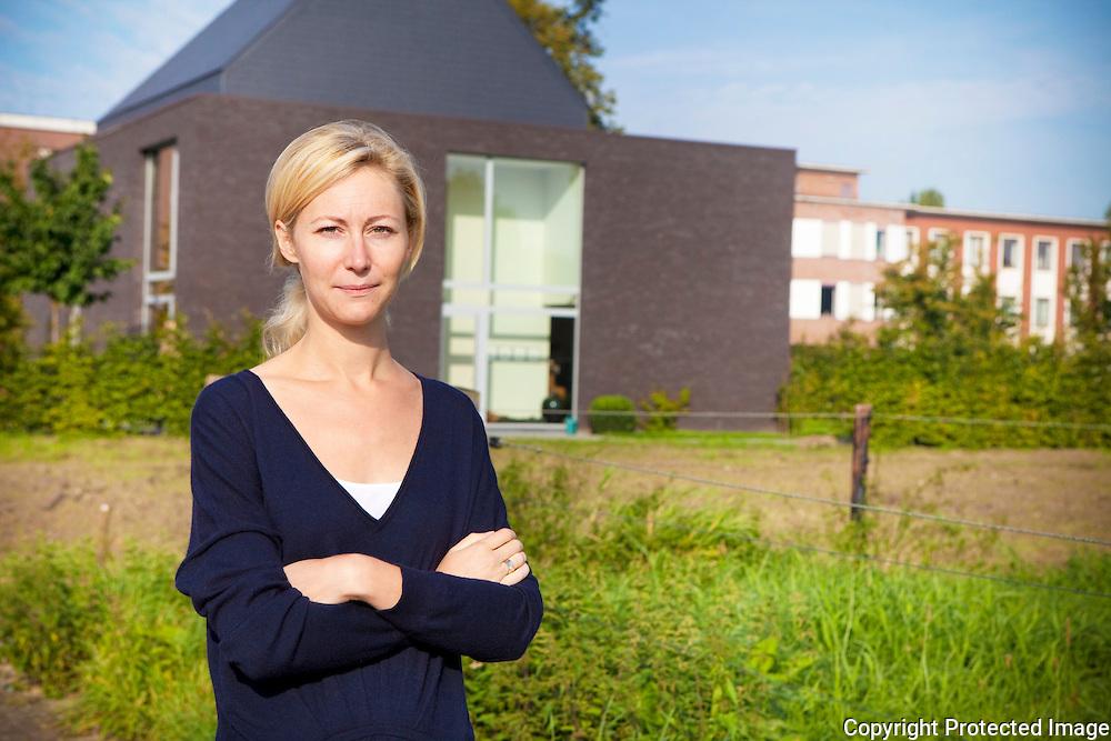 364156-portret van architecte Nele Alaers voor haar werk/woning-Dk van der borghtstraat 3 Berlaar