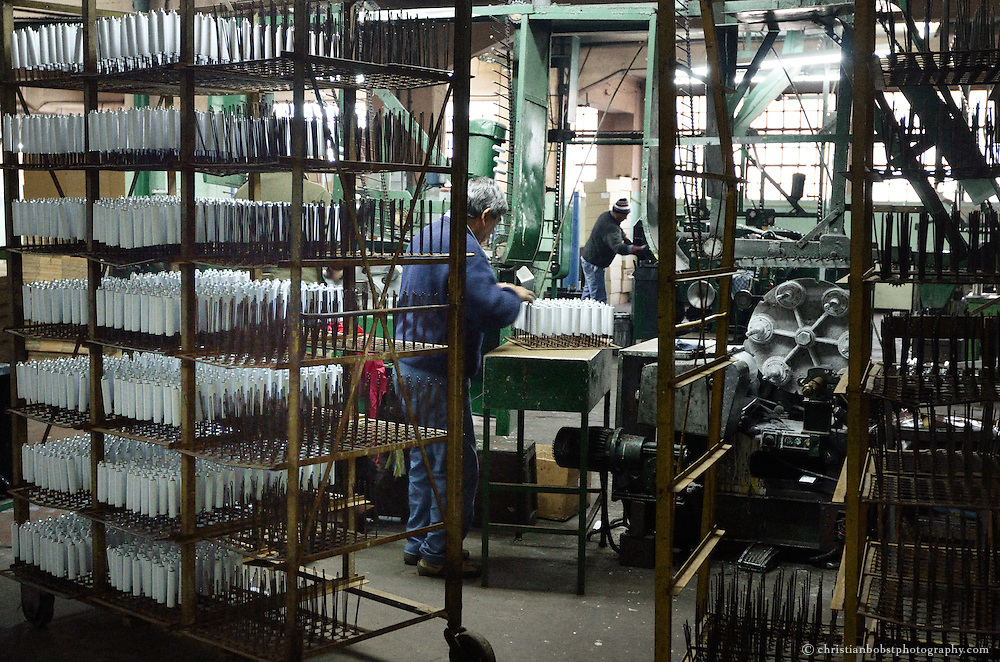 Today Impa produces metallurgic products, mainly aluminum tubes and foil.