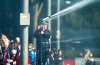 BLOEMENDAAL - Hidde Maas van Bloemendaal sprroeit het veld tijdens de hoofdklassewedstrijd tussen de mannen van Bloemendaal en Den Bosch (7-0). COPYRIGHT KOEN SUYK