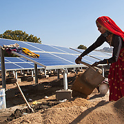 A rajasthani woman working to install new solar panels in Barefoot College old campus. 01/2013 © Marida Augusto/Max Hirzel