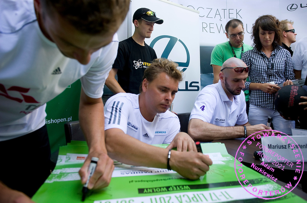 (L-R) MARIUSZ FYRSTENBERG & MARICN MATKOWSKI & MARCIN GORTAT WHILE PRESS CONFERENCE DURING DAY 5 OF THE MEN'S SINGLES TOURNAMENT BNP PARIBAS POLISH OPEN AT TENNIS CLUB IN SOPOT, POLAND...POLAND, SOPOT , JULY 15, 2011..( PHOTO BY ADAM NURKIEWICZ / MEDIASPORT )..PICTURE ALSO AVAIBLE IN RAW OR TIFF FORMAT ON SPECIAL REQUEST.