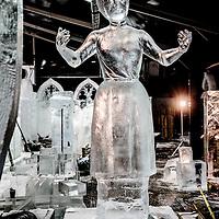 Nederland, Amsterdam, 2 december 2016.<br />ijsbeelden festival op de Arena Boulevard in Amsterdam Zuid-Oost.<br />Het Nederlands IJsbeelden Festival pakt dit jaar extra&nbsp;groots uit. Met meer dan 100 ijs- en sneeuwbeelden tot wel 6 meter hoog. Gemaakt van 275.000 kilo ijs en 275.000 kilo sneeuw&nbsp;door de 42 beste ijskunstenaars van de wereld. Ruim 3.000 m&sup2; wintervertier voor de hele familie.<br /> Het Nederlands IJsbeelden Festival staat in de TOP-5 van &lsquo;Meest leuke en best bezochte winteruitjes van Nederland&rsquo;.<br /><br /><br /><br />Foto: Jean-Pierre Jans