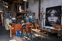 France, Saône-et-Loire (71), Chalon-sur-Saône, Port Nord, collectif  La Méandre, collectif artistes alternatif // France, Saône-et-Loire (71), Chalon-sur-Saône, Port Nord