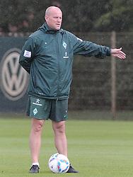 01.07.2011, Trainingsgelaende Werder Bremen, Bremen, GER, 1.FBL, Training Werder Bremen, im Bild Thomas Schaaf (Trainer Werder Bremen)   // during training session from Werder Bremen 2011/07/01    EXPA Pictures © 2011, PhotoCredit: EXPA/ nph/  Frisch       ****** out of GER / CRO  / BEL ******
