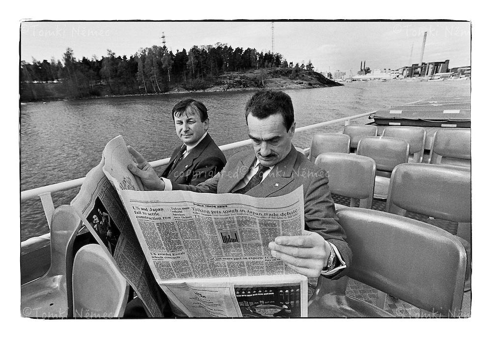 *En_Finland or Norway, 1991 - K.Schwarzenberg on the boat -pleasure trip - with his friend and coleague Michael Zantovsky (Vaclav Havel's  spokesman )                        *Cz_K.Schwarzenberg na projizdce lodi s mluvcim prezidenta Havla Michaelem zantovskym